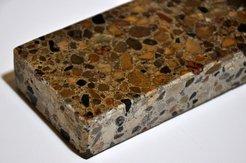 Образец использования полиуретановой пропитки на фрагменте бетона